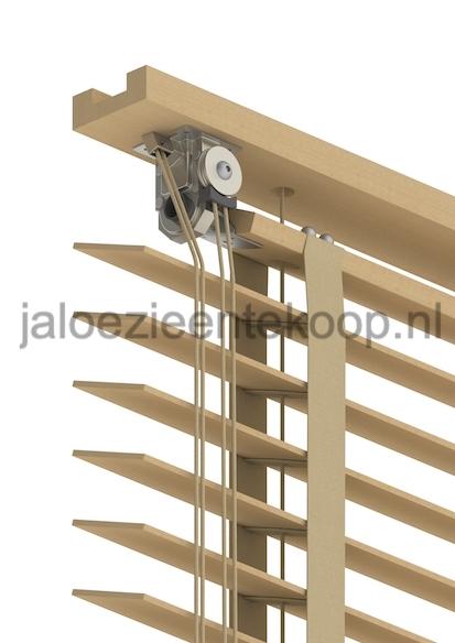 houten jaloezie met open bovenkast
